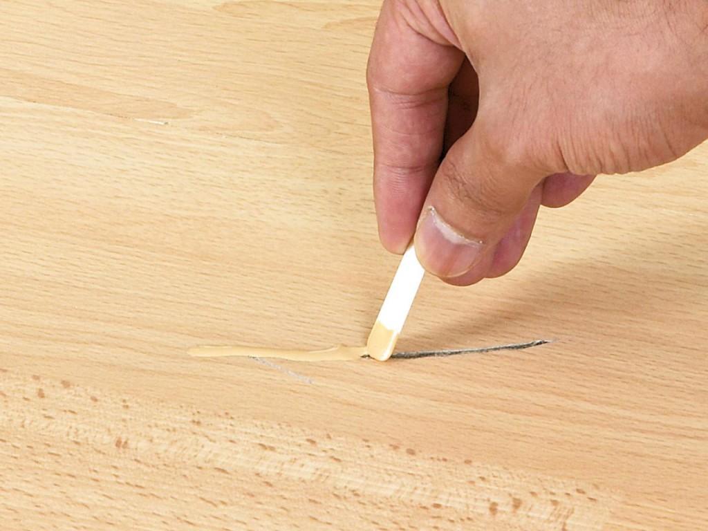 как отремонтировать царапины на паркетном полу
